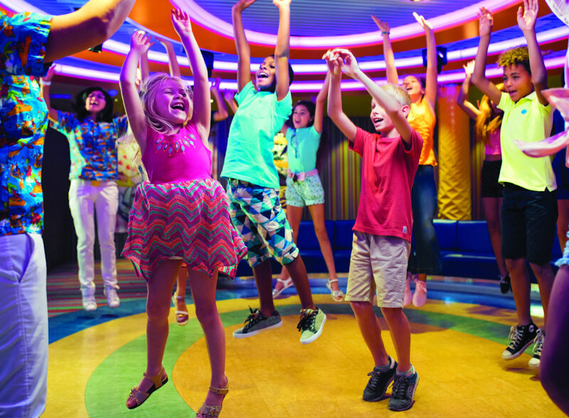 Kinder tanzen im Squok Club
